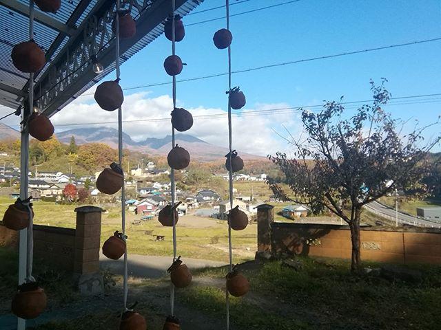 ここ数日は唐松の紅葉が見頃で、一面の山吹色に目が覚めます。今週は水曜日~金曜日、営業いたします。土曜日には今年最後のビオマルシェに出店いたします。小諸エコビレッジにてお待ちしております #山岳マルシェ#小諸市#長野県#金継ぎ#金継ぎ教室#雑貨#montbell#Yamasanka#信州土産#アート#kintsugi#workshop#knicknac#art#artwork#nagano#komoro#登山#風景#田舎暮らし#干し柿