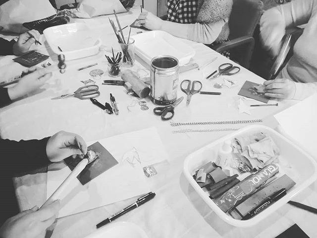 本日、3回目の@negoto.iskwさんの真鍮クリスマスオーナメントWSやってます。カンカン、コンコン、賑やかで楽しそうです今週も水曜日~土曜日、13時~17時、営業いたします。#山岳マルシェ#小諸市#長野県#金継ぎ#金継ぎ教室#雑貨#montbell#Yamasanka#信州土産#アート#kintsugi#workshop#knicknac#art#artwork#nagano#komoro#登山#風景#田舎暮らし#レンタルスペース